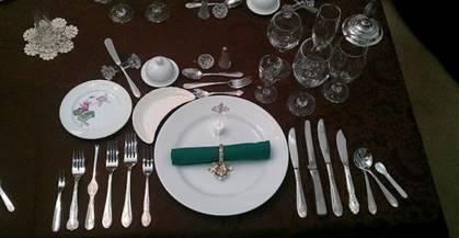 Il galateo a tavola per bambini - Regole del galateo a tavola ...